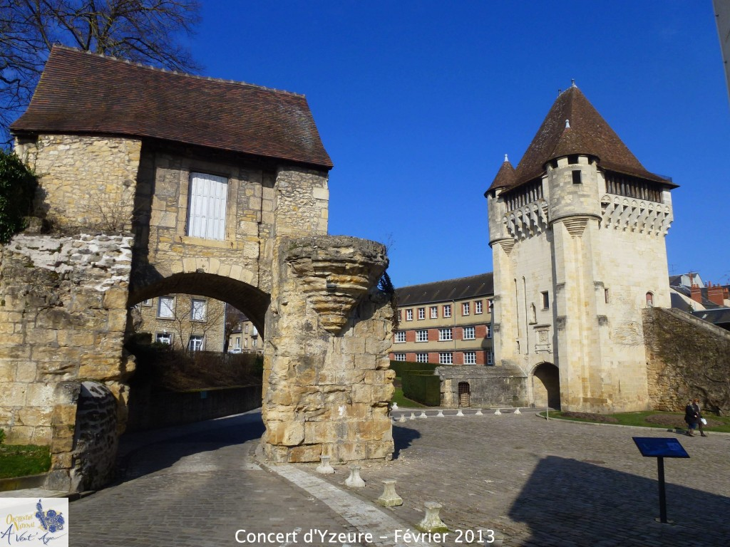 NEVERS : Les remparts.